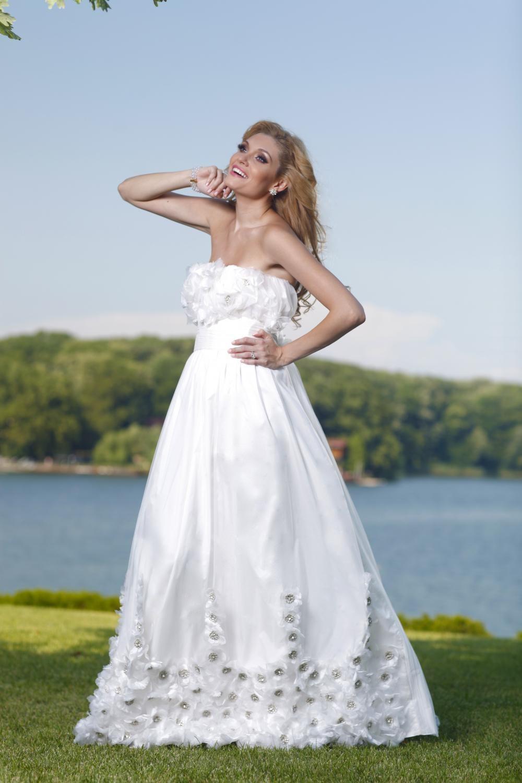 Rochie de mireasa ivoire cu trena Mistique